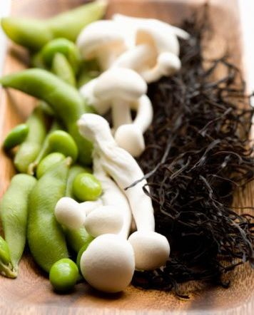raw food soy beans, mushrooms, alghe.jpg